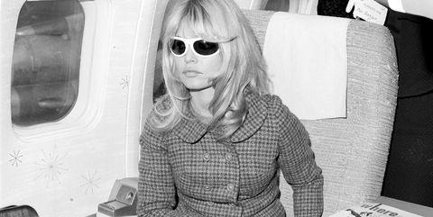 Eyewear, White, Electronics, Black-and-white, Glasses, Boombox, Blond, Sunglasses, Photography, Room,