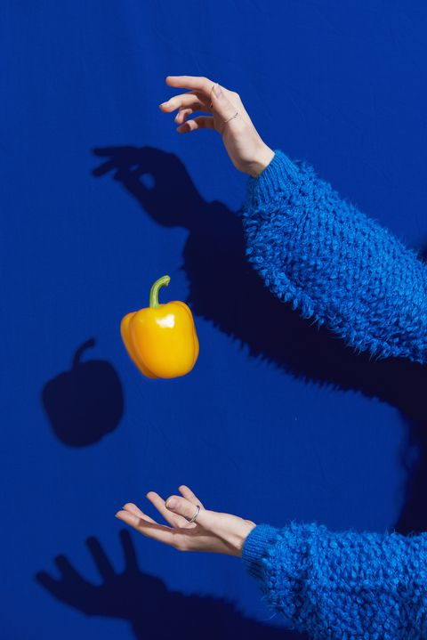 hands with yellow bell pepper