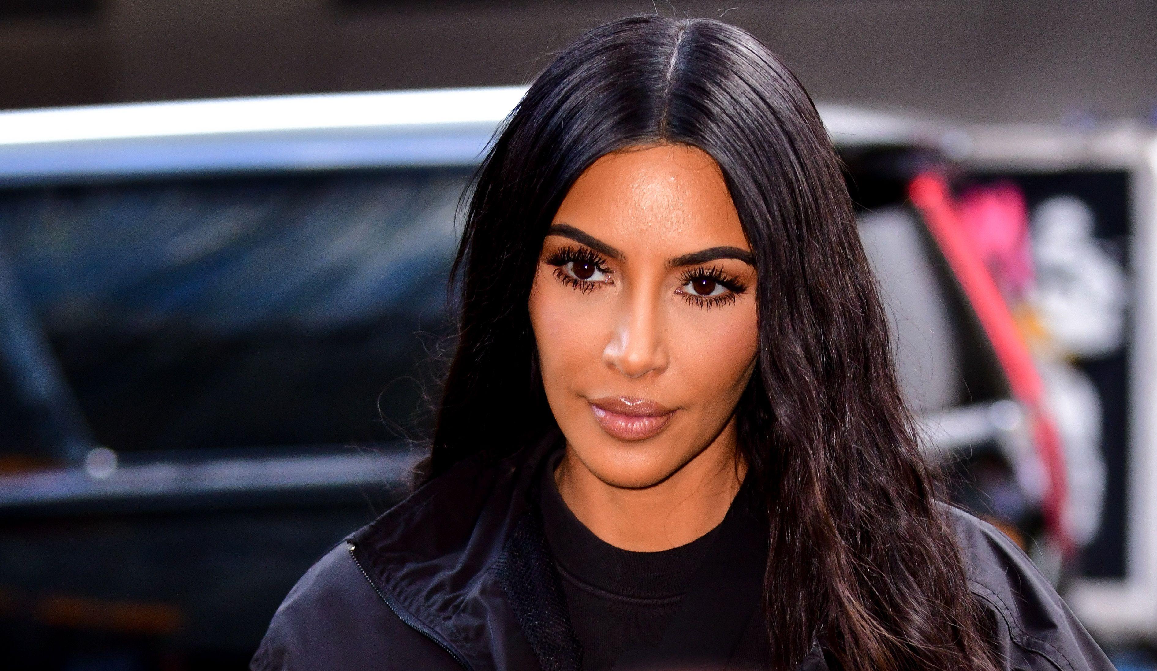 Kim Kardashian's Photoshop Fail Makes Her Look Like She Has Six Toes
