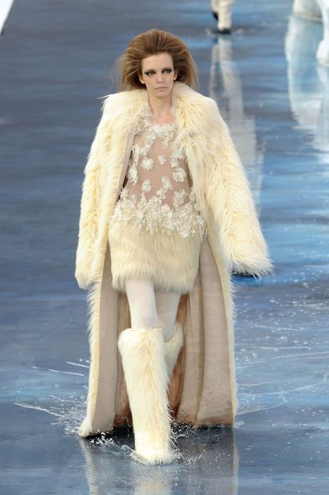 Fashion, Fur clothing, Fur, Clothing, Fashion model, Fashion show, Outerwear, Haute couture, Beige, Runway,