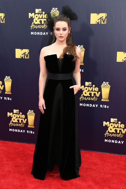 Red carpet, Dress, Clothing, Carpet, Shoulder, Flooring, Yellow, Premiere, Gown, Joint,