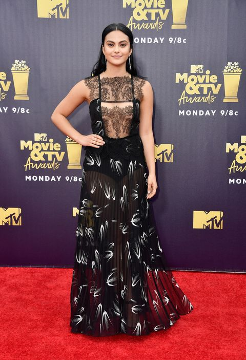 Red carpet, Clothing, Carpet, Dress, Flooring, Hairstyle, Premiere, Fashion, Gown, Shoulder,
