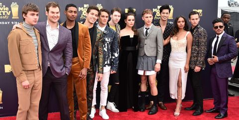 13 reasons why cast red carpet looks at the mtv movie tv awards