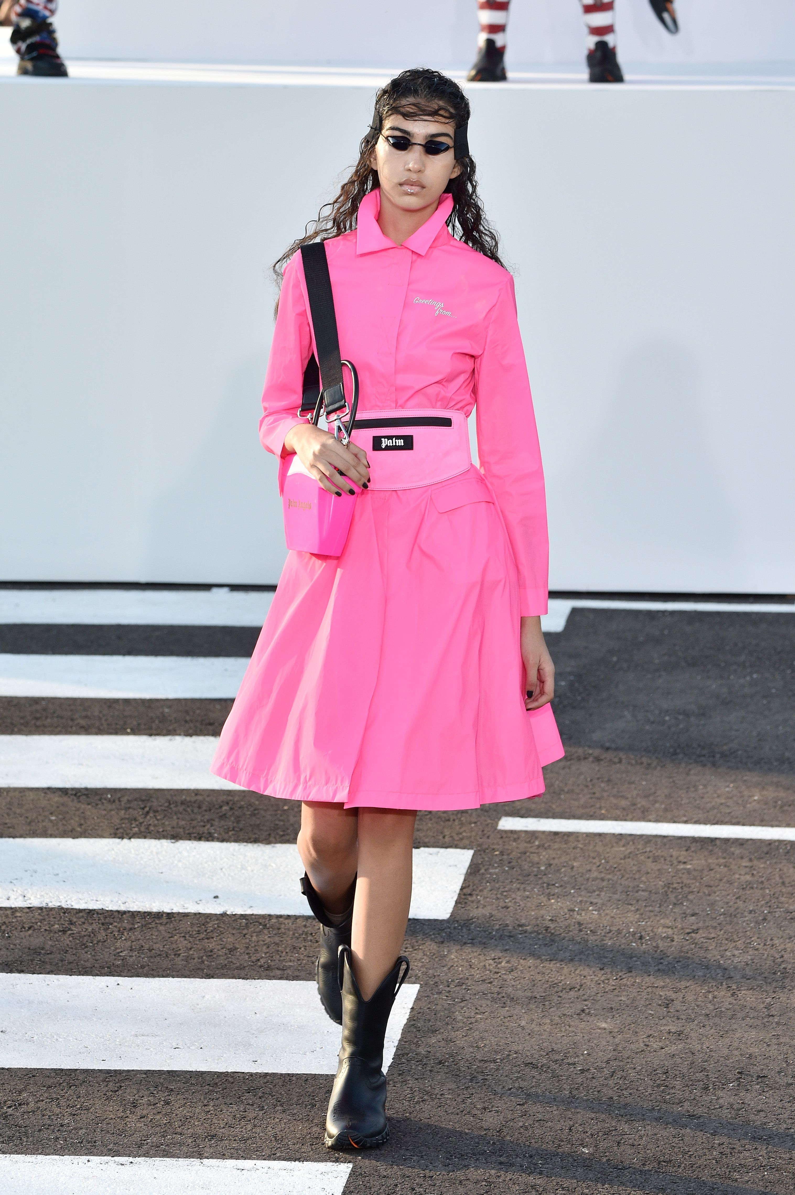 Rosa chicle: así llevan las famosas el color más refrescante del verano