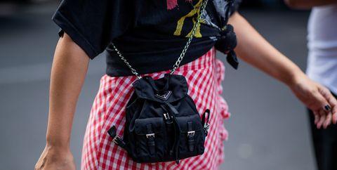 Plaid, Street fashion, Clothing, Red, Tartan, Pattern, Fashion, Waist, Design, Arm,