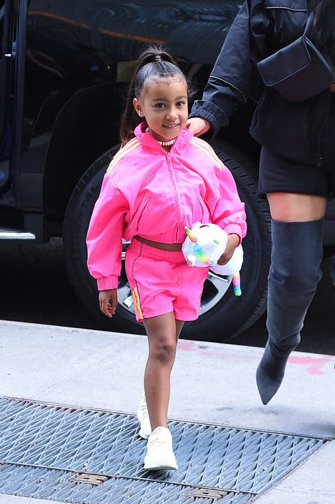 Pink, Street fashion, Fashion, Leg, Snapshot, Footwear, Human leg, Shoe, Outerwear, Thigh,
