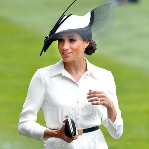 White, Clothing, Uniform, Headgear, Hat, Dress, Gesture, Sleeve,