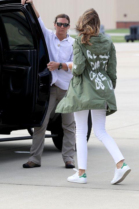 Street fashion, Green, Fashion, Vehicle door, Footwear, Luxury vehicle, Shoe, Leg, Outerwear, Car,