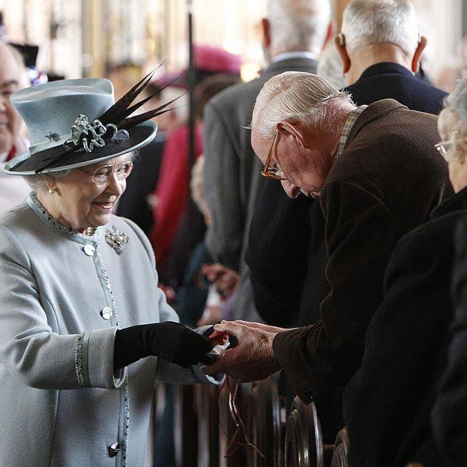 queen elizabeth handing out money