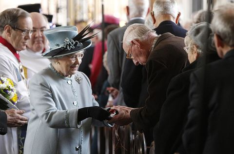 queen elizabeth handing out money