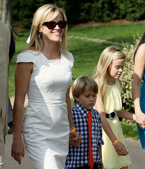 washington   april 05  actress reese witherspoon 2nd l and her children deacon reese phillippe c and ava elizabeth phillippe 2nd r attend the annual white house easter egg roll at the south lawn april 5, 2010 in washington, dc the white house easter egg roll is a tradition dating back to 1878 during the presidency of president rutherford b hayes  photo by alex wonggetty images