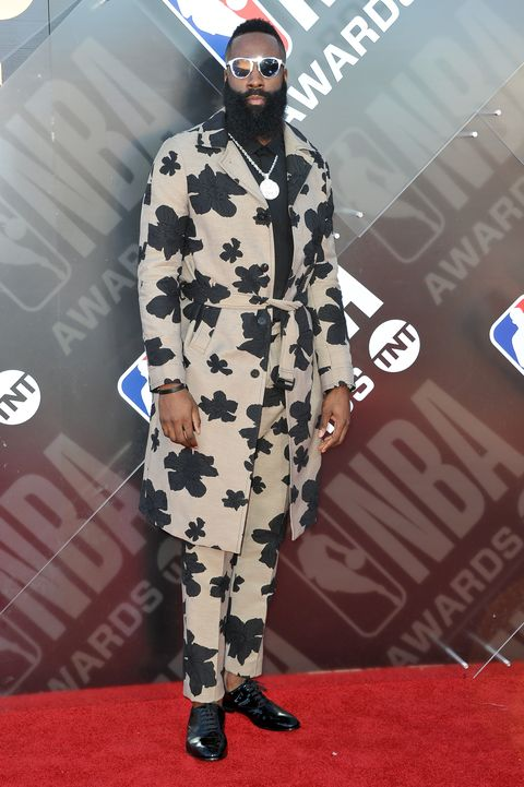 Red carpet, Carpet, Fashion, Eyewear, Flooring, Fashion design, Camouflage, Outerwear, Sunglasses, Costume,
