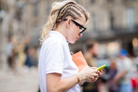 Hair, Street fashion, Hairstyle, Beauty, Eyewear, Fashion, Hair accessory, Glasses, Headband, Spring,