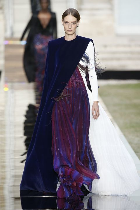 Fashion model, Fashion, Clothing, Haute couture, Fashion show, Runway, Fashion design, Dress, Formal wear, Event,