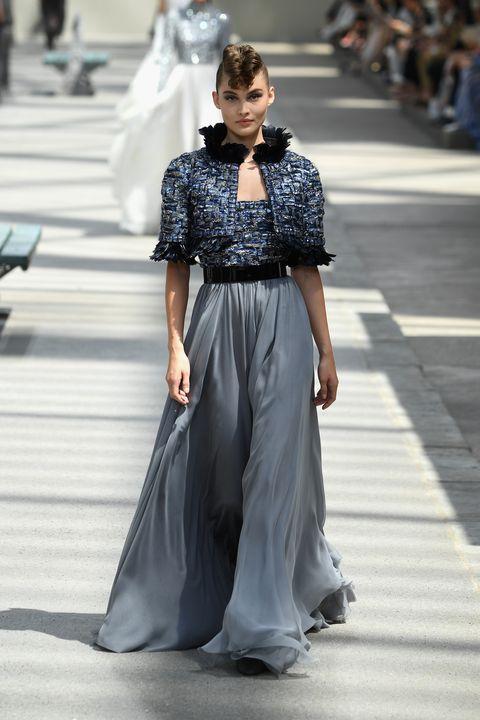 Fashion model, Fashion, Clothing, Fashion show, Haute couture, Street fashion, Runway, Dress, Waist, Shoulder,