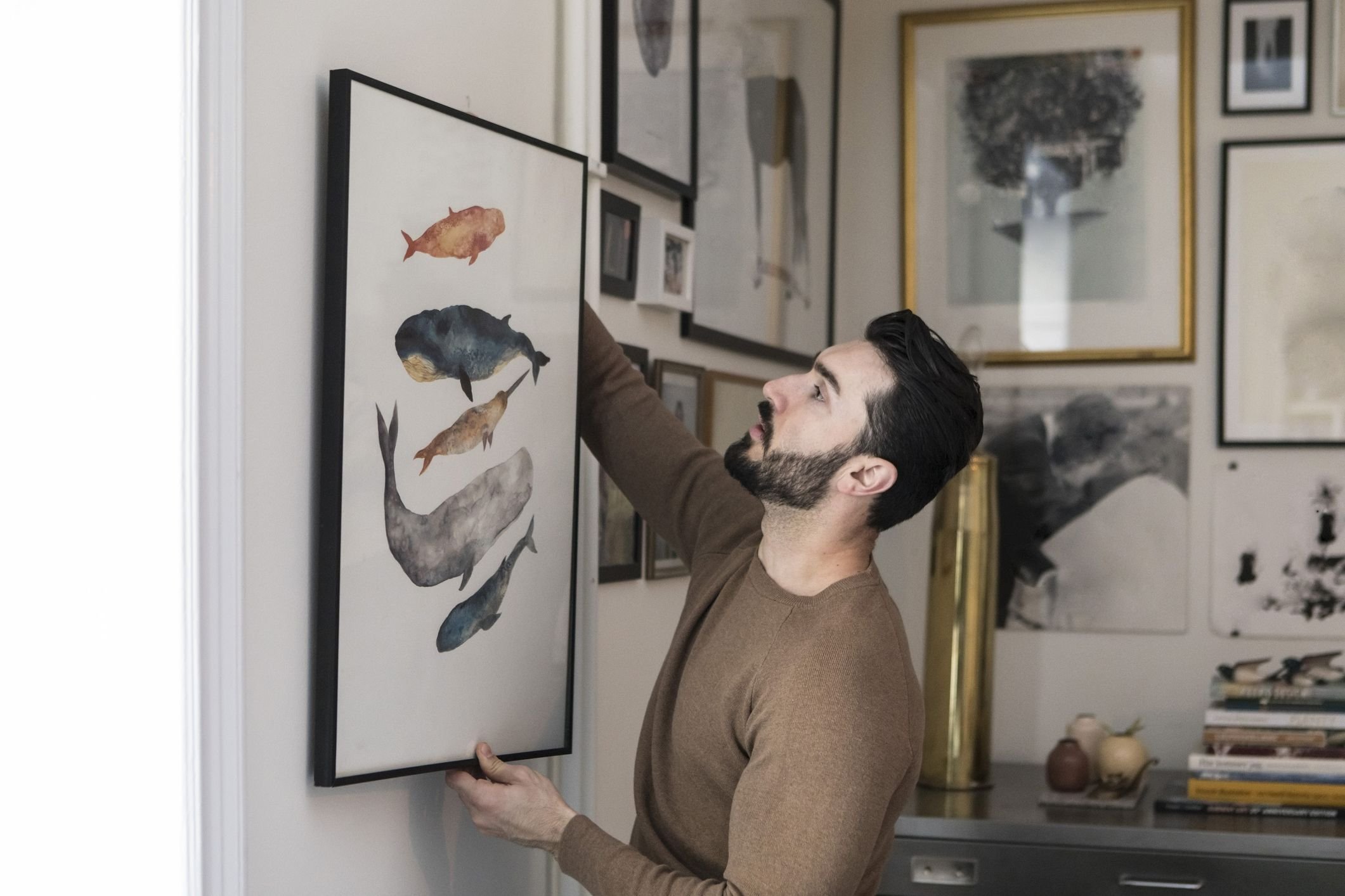Finally, a Picture Hanging Tool That Automatically Levels the Frame
