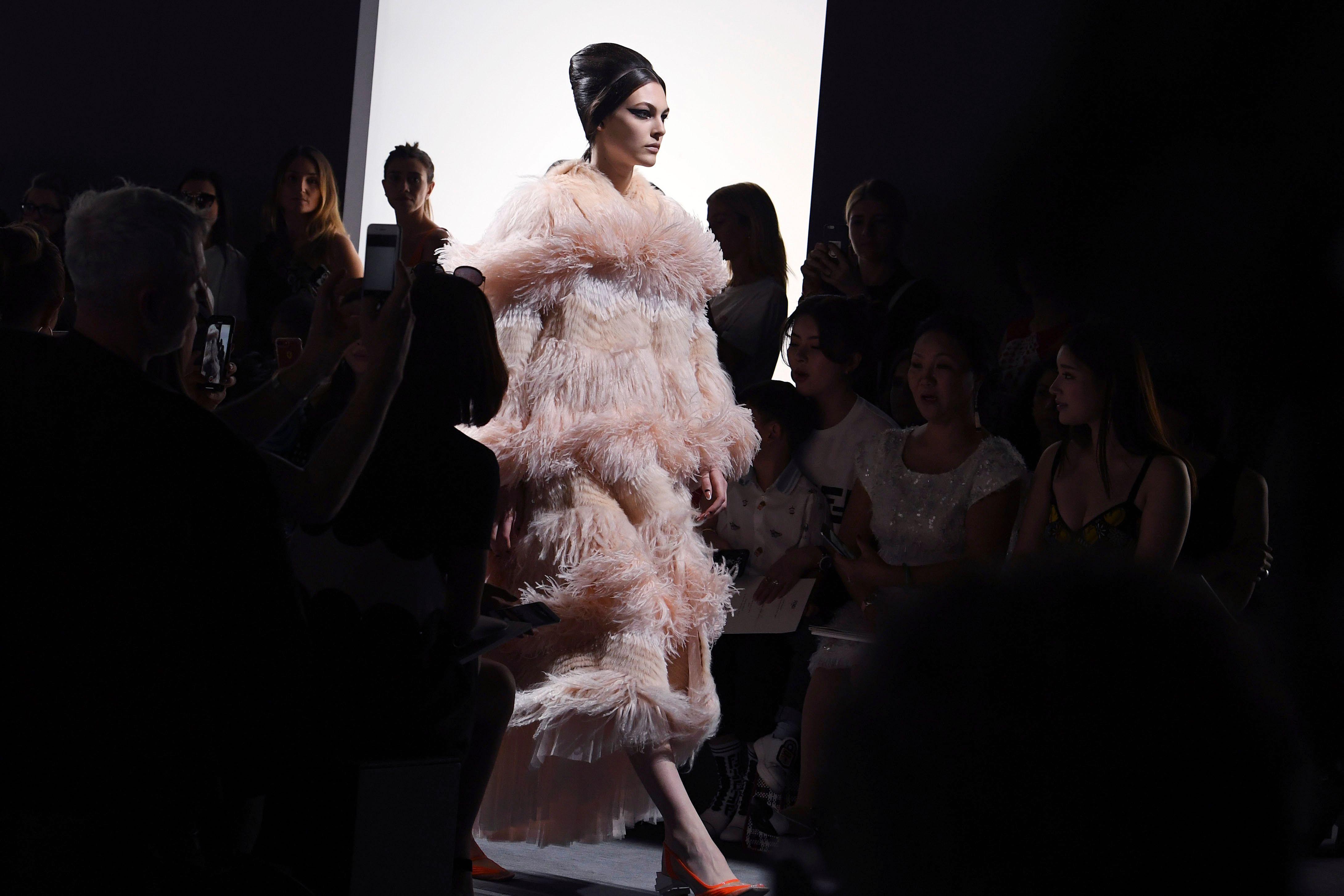 promo code 5617d 3ba0d Le (non) pellicce di Fendi alla sfilata Haute Couture 2018/2019