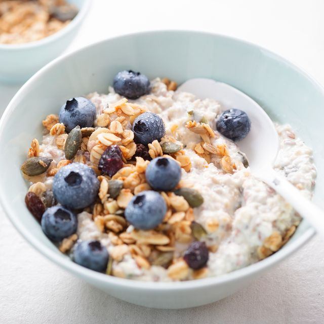 joe wicks overnight oats recipes overnight oats with granola, dried cranberries, pumpkin seeds and blueberries