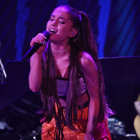 Performance, Entertainment, Performing arts, Singing, Music artist, Music, Concert, Musician, Event, Purple,