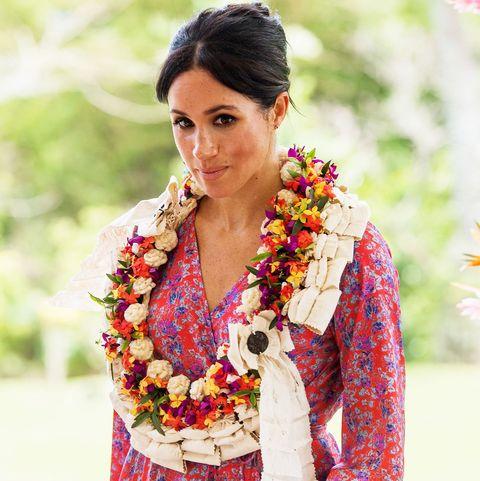 Clothing, Tradition, Sari, Formal wear, Textile, Photo shoot, Lei,