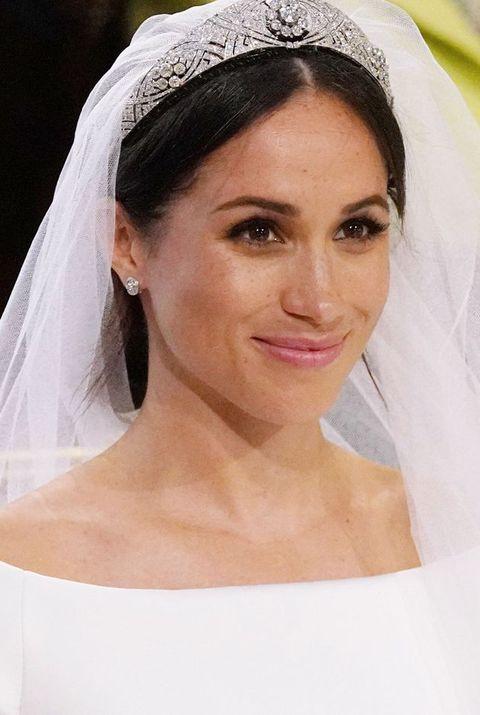 Veil, Bridal veil, Bridal accessory, Hair, Headpiece, Hair accessory, Bride, Skin, Eyebrow, Beauty,