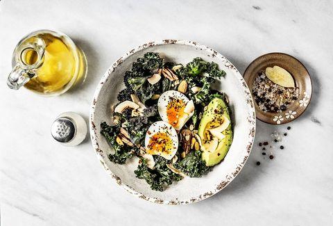 salade met boerenkool en ei