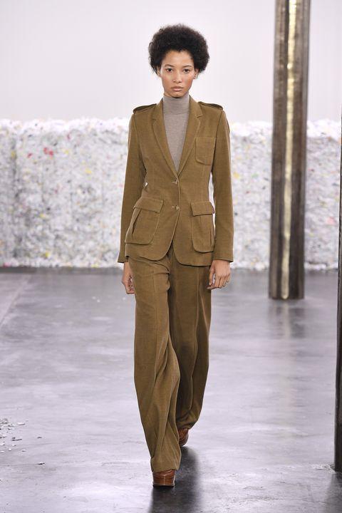 Suit, Clothing, Fashion, Fashion model, Runway, Fashion show, Pantsuit, Formal wear, Outerwear, Blazer,