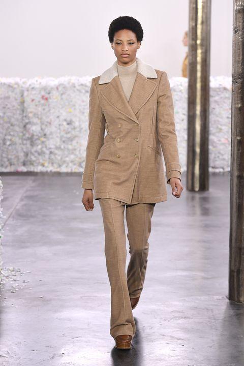 Fashion model, Fashion, Fashion show, Clothing, Runway, Outerwear, Suit, Beige, Haute couture, Blazer,