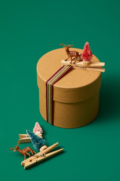 Christmas Crafts - Clothespin Gift Topper