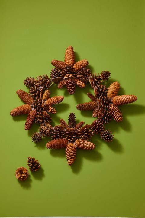 Christmas Crafts - Pinecone Wreath