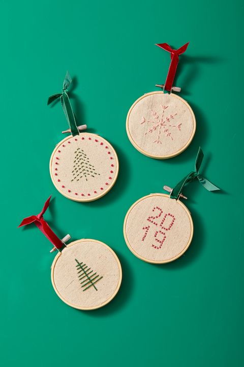 Christmas Crafts - Embroidery Hoop Ornaments