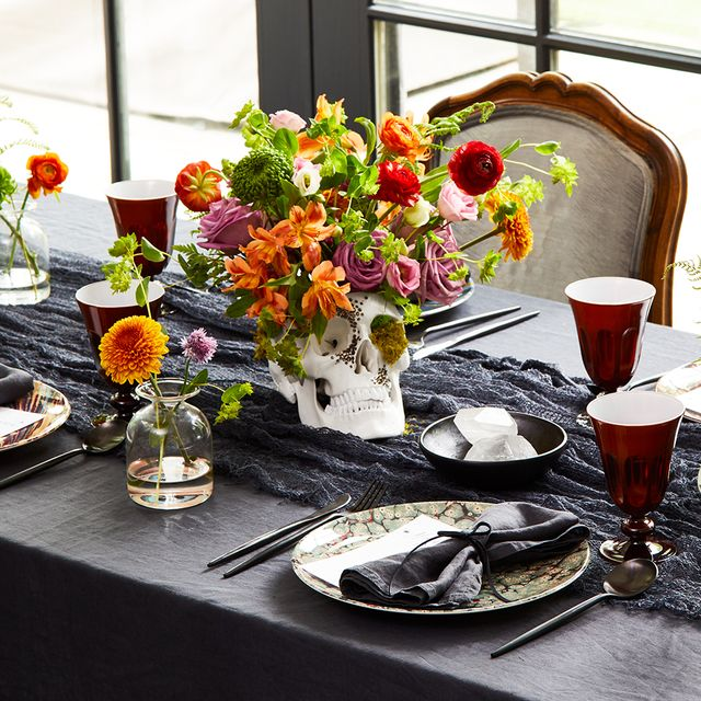 35 Creative Halloween Table Decorations Halloween Table Centerpieces