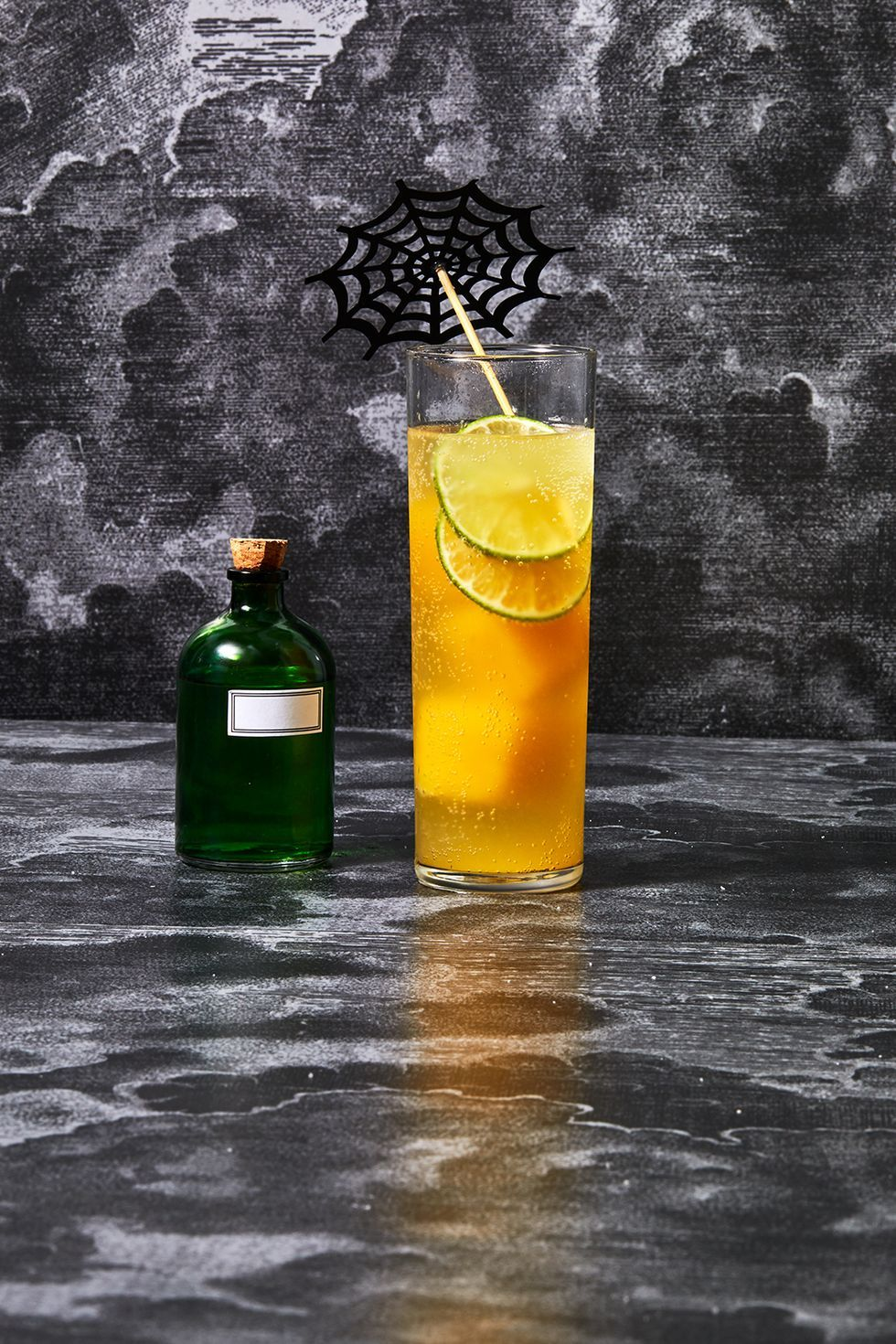 48 Easy Halloween Cocktail Recipes 2020 Best Halloween Party Drinks