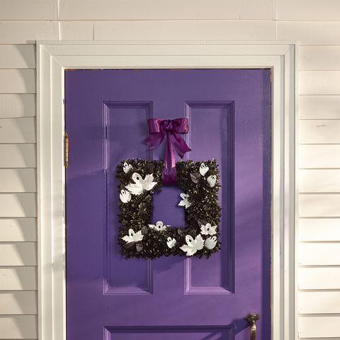 ghostly entry wreath