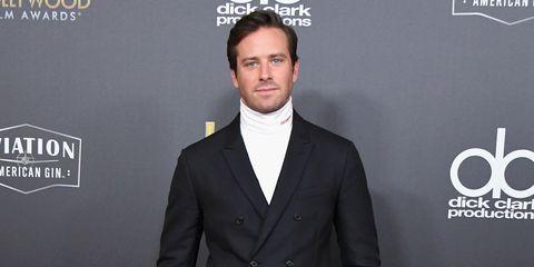 nuovo di zecca 81267 06433 La giacca con il maglione a collo alto è il look preferito ...