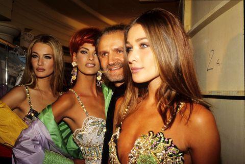9c8e6f662aca5 Gianni Versace  storia dello stilista entrato nel mito