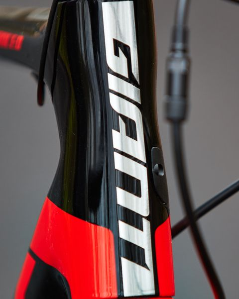 Carbon Fiber Bike >> The Fierce Giant TCR Advanced Pro 0 Disc Is Ready to Rumble