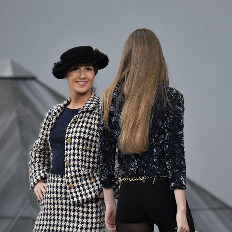 Chanel Summer 2020.Watch Gigi Hadid Escort A Woman Crasher Off The Chanel Runway