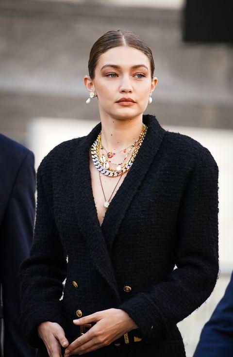 從超模到皇室都熱愛的珍珠造型!精選20組名人「珍珠穿搭」讓造型更優雅