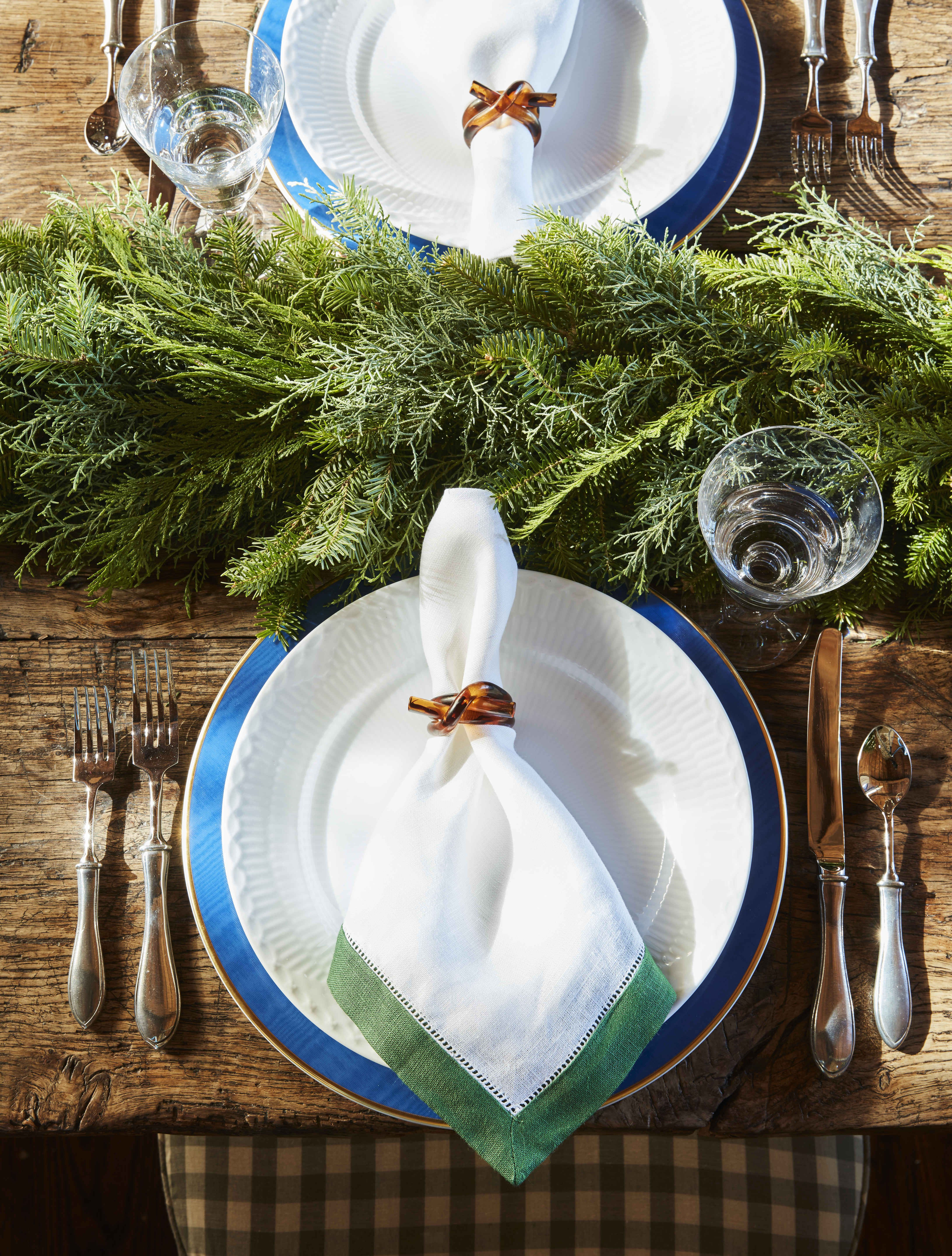 30 Best Christmas Tables Holiday Place Settings