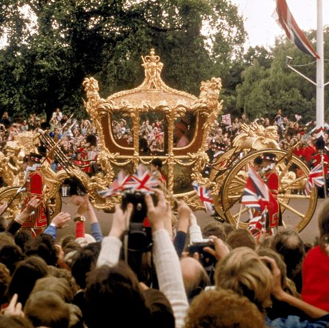 Crowd hailing Queen Elizabeth II in her gilded state coach