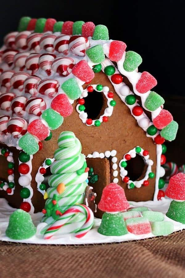 32+ Cute Gingerbread House Ideas & Pictures - How to Make a Gingerbread House