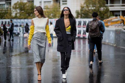 Street Style : Paris Fashion Week Womenswear Spring/Summer 2018 : Day Five