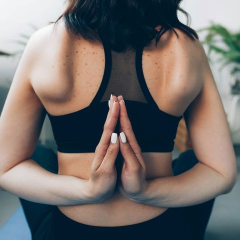 meditates