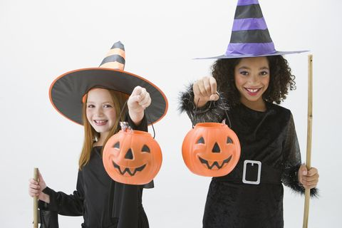 Diy kids witch costume how to make a halloween witch costume easy girls witch costume solutioingenieria Gallery