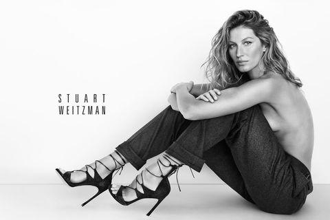 Human leg, Elbow, Style, Sitting, Knee, Black-and-white, Monochrome photography, Fashion model, Monochrome, Black hair,