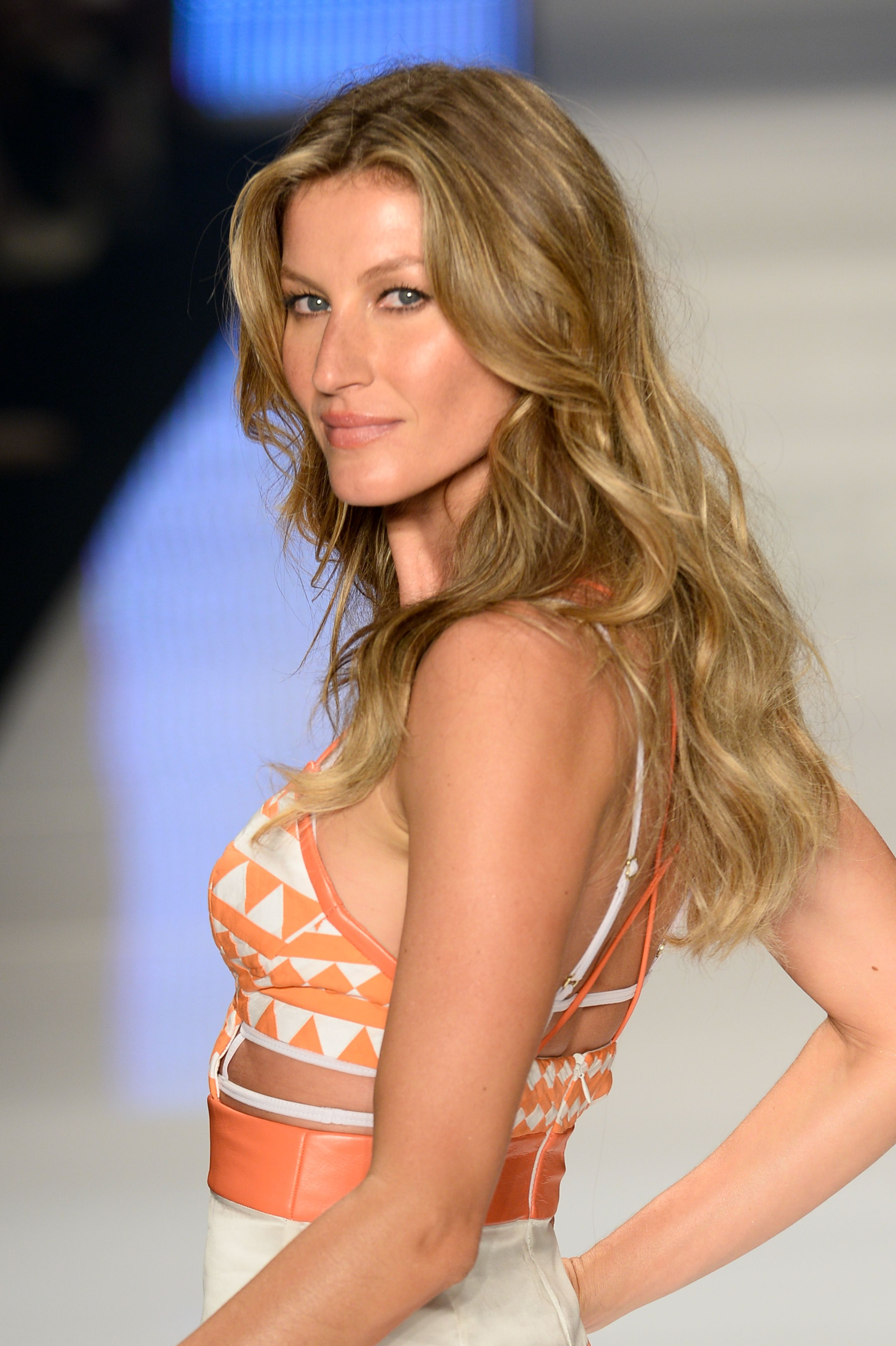 b3ca92794 Gisele Shares That She Cried on the Runway Because She Had to Walk ...