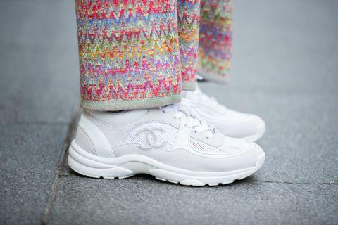 巴黎時裝週街拍 香奈兒白球鞋