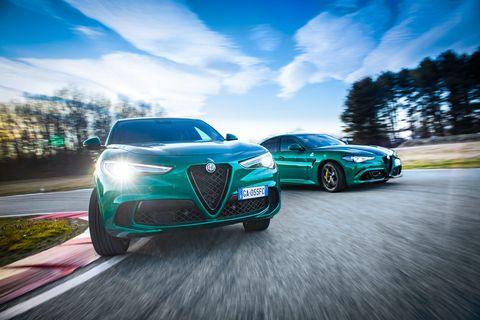 Land vehicle, Vehicle, Car, Automotive design, Alfa romeo, Executive car, Performance car, Sky, Alfa romeo brera, Family car,