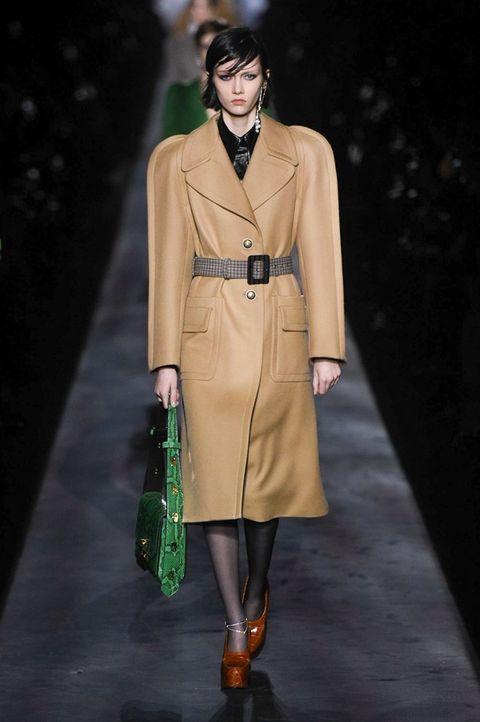 Fashion model, Fashion show, Fashion, Runway, Clothing, Coat, Outerwear, Overcoat, Human, Haute couture,